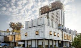 Guld- hjärnor som bygger - akademi av vetenskaper som bygger i Moskva, royaltyfria foton