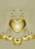 Guld- hjärta med den guld- dekoren och pilbågen Royaltyfria Bilder