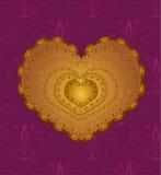 Guld- hjärta med prydnaden Arkivfoton