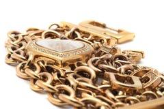 guld- hjärtaform för armband Royaltyfri Foto