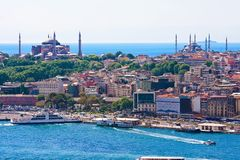 Guld- horn i Istanbul royaltyfria bilder