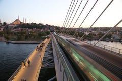 Guld- horn- tunnelbanabro i Istanbul, Turkiet Royaltyfri Foto
