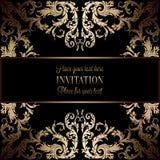 Guld- inbjudan för tappning eller bröllopkort på svart bakgrund, avdelare, titelrad, dekorativ spets- vektorram Royaltyfri Foto