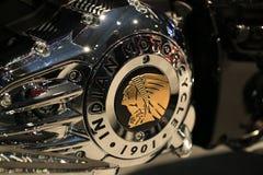 GULD- INDIER Den INDISKA MOTORCYKELN 1901 för emblem på räkningen av vevhusnärbilden arkivfoto