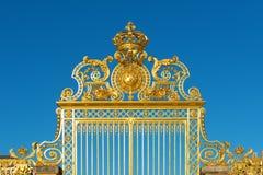 Guld- ingång för Versailles slottport Royaltyfria Bilder