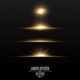 Guld- isolerade ljuseffekter på en genomskinlig bakgrund Ljus exponeringar och ilsken blick av guld- färg Ljusa strålar av lampa  stock illustrationer