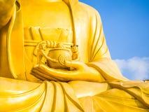 Guld- jätte- Buddha, huvudsaklig Buddhastaty på den Sanbanggulsa templet, Sa Royaltyfria Bilder