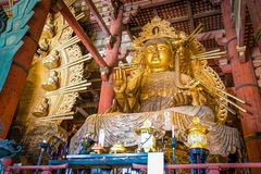 Guld- jätte Guan Yin Statue i den Todaiji templet, Nara Prefecture, Japan arkivfoto