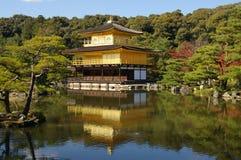 guld- japan kinkakujikyoto tempel royaltyfri bild