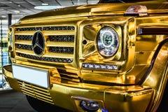 Guld- jeep Royaltyfria Foton