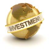 Guld- jordklot med investeringtext Arkivfoto
