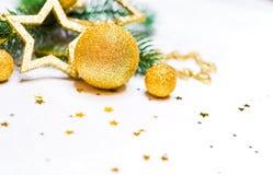 Guld- jul bakgrund, julkort, ställe för text Arkivfoto