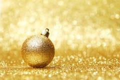 Guld- julboll arkivfoton