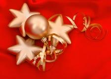 Guld- julbollar över röd siden- bakgrund Royaltyfria Foton