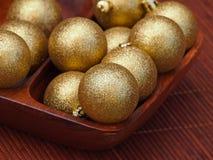 Guld- julbollar Arkivfoto