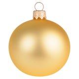 Guld- julgarneringboll som isoleras på vit Royaltyfri Bild