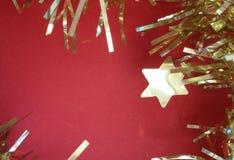 Guld- julgirland Time för xmas-garnering! royaltyfri bild