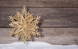 Guld- julprydnad Royaltyfria Bilder