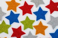 Guld- julstjärnor, julprydnad som isoleras på vit royaltyfri bild