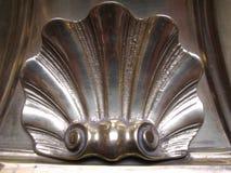 guld- kammussla för arkitektonisk detalj royaltyfri bild