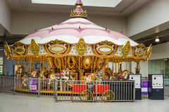 Guld- karusellritt arkivbild