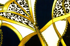 Guld- kedja kretsad hjärtamodell. För konsttextur eller rengöringsdukdesign a Royaltyfri Foto