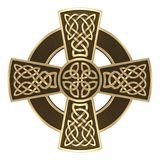 Guld- keltiskt kors royaltyfria bilder