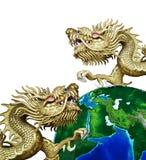 Guld- kinesisk drake för Duo med globalt Royaltyfri Bild