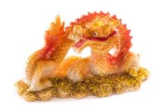 Guld- kinesisk drake som isoleras på vitbakgrund Royaltyfria Bilder