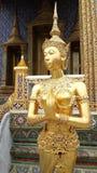 Guld- Kinnaree staty Royaltyfri Fotografi