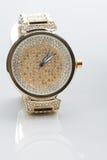 Guld- klocka med diamanter Arkivbilder
