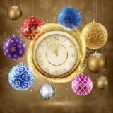 Guld- klocka med julbollar Arkivbild