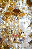 Guld- klockor i templet royaltyfri fotografi