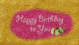 Guld- konfettikort för lycklig födelsedag med text över rosa konfettier vektor illustrationer