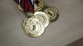 Guld- koppar för vinnare stock video