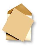 Guld- kort och kuvert. arkivbild