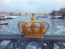 Guld- krona royaltyfria bilder