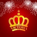 Guld- krona med fyrverkerier för den Victoria dagen Arkivfoton