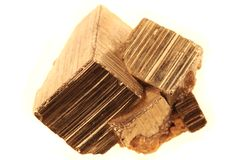 Guld- kuber (pyritmineral) Arkivbild