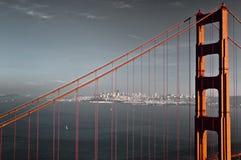 guld- kulör port för bro Royaltyfria Bilder