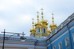 Guld- kupoler på slotten - slott för ` s för St Catherine Fotografering för Bildbyråer
