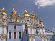 Guld- kupolformig domkyrka Kiev, Ukraina för St Michael ` s Arkivbilder