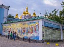 Guld--kupolformig kloster för St Michael ` s Arkivbild