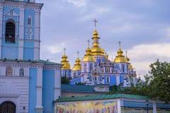 Guld--kupolformig kloster för St Michael ` s Royaltyfri Fotografi