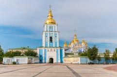 Guld--kupolformig kloster för St Michael ` s Kiev Ukraina arkivfoto
