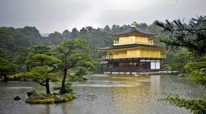 guld- kyoto paviljong Arkivbild