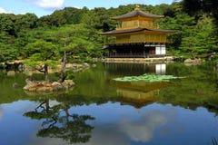guld- kyoto pavillon Arkivbilder