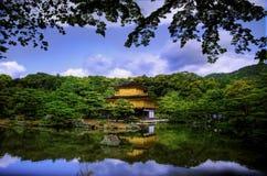 guld- kyoto tempel royaltyfria bilder