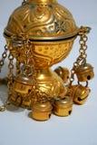 Guld- kyrklig byzantine katolik för Chimesstearinljusrökelsekar arkivbilder