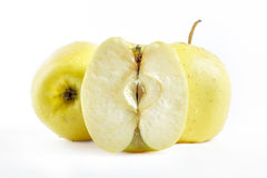 Guld- - läckra äpplen på vit bakgrund royaltyfria bilder